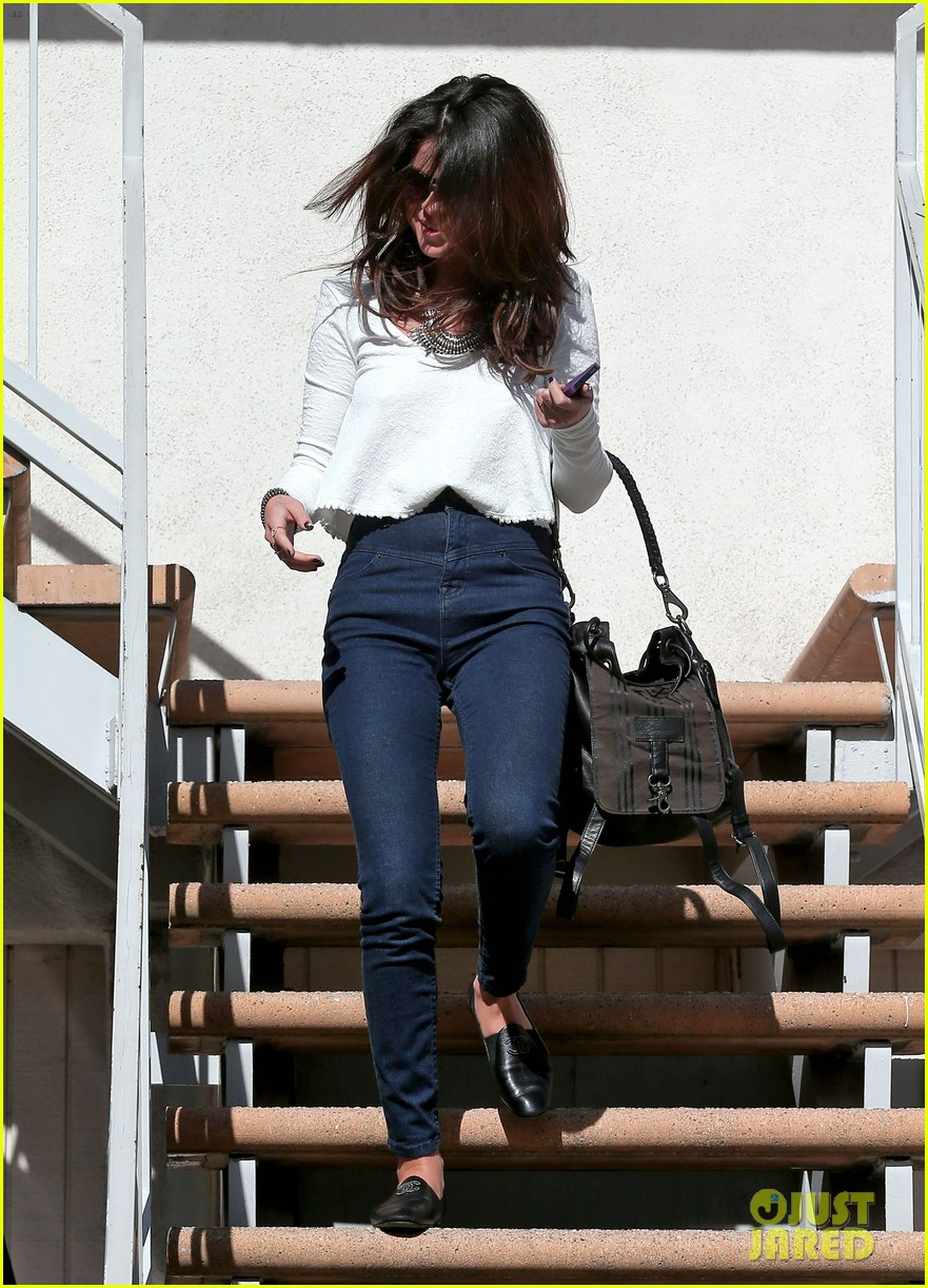 selena gomez is all smiles after leaving casting call 033046980