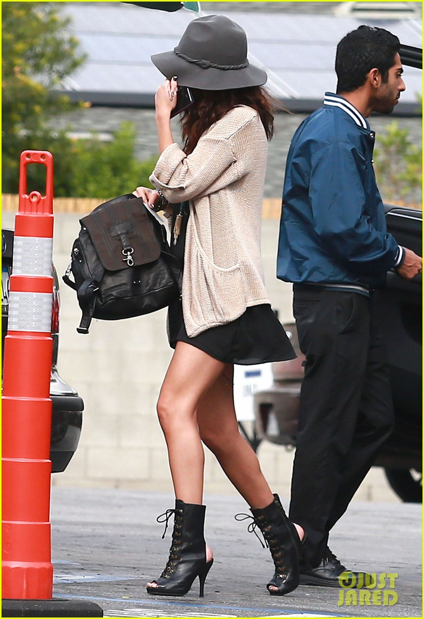selena gomez is all smiles after leaving casting call 053046982