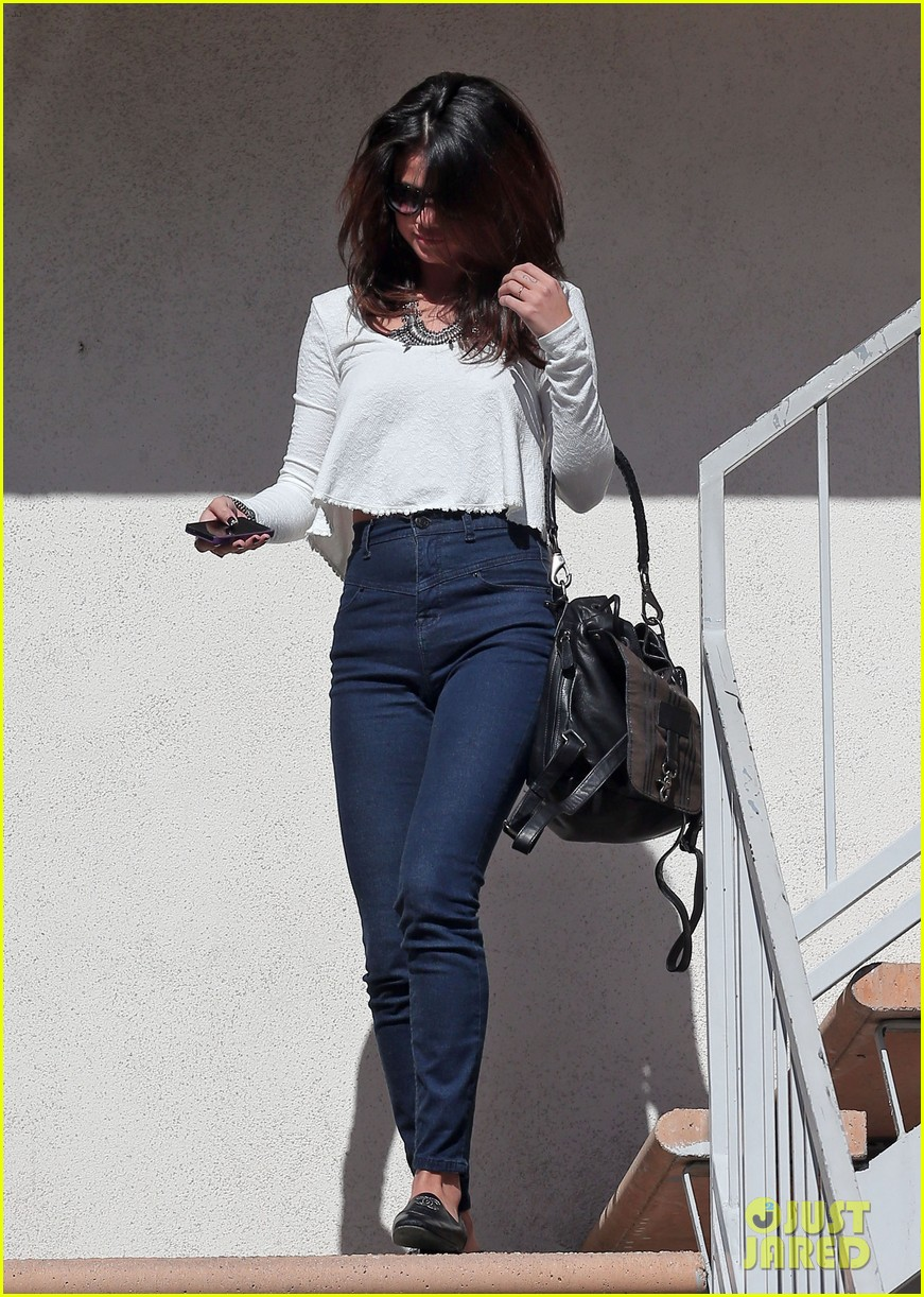 selena gomez is all smiles after leaving casting call 073046984