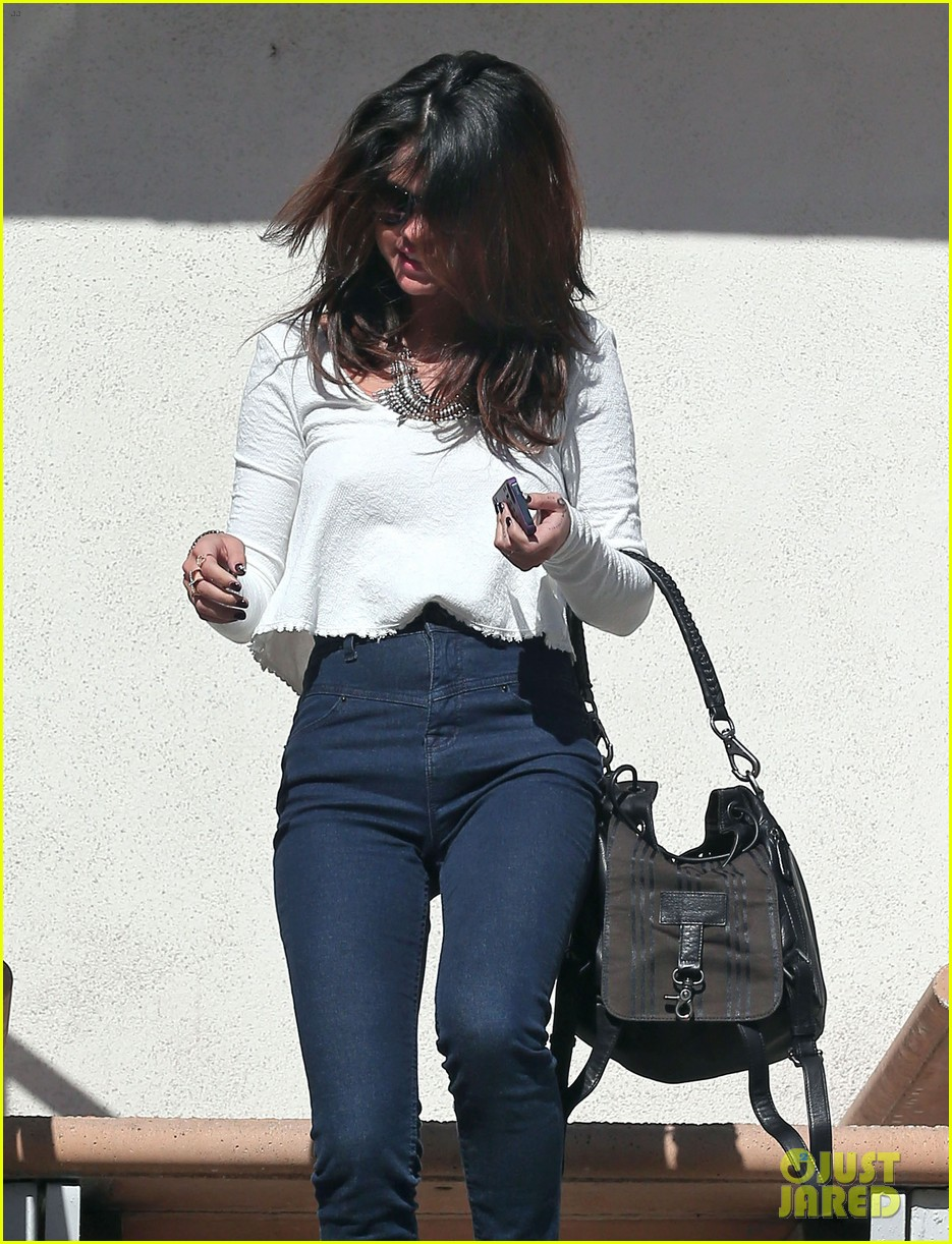 selena gomez is all smiles after leaving casting call 093046986