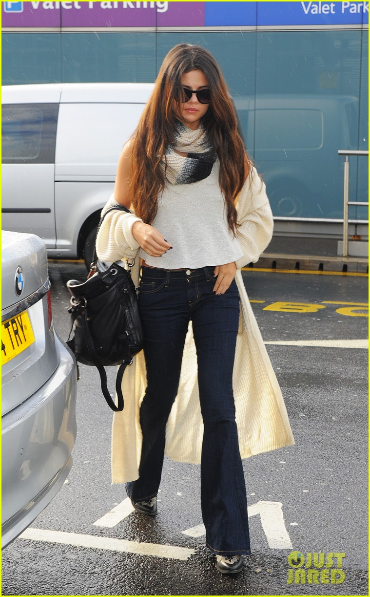 selena gomez leaves london after hanging with niall horan samantha droke 023055646