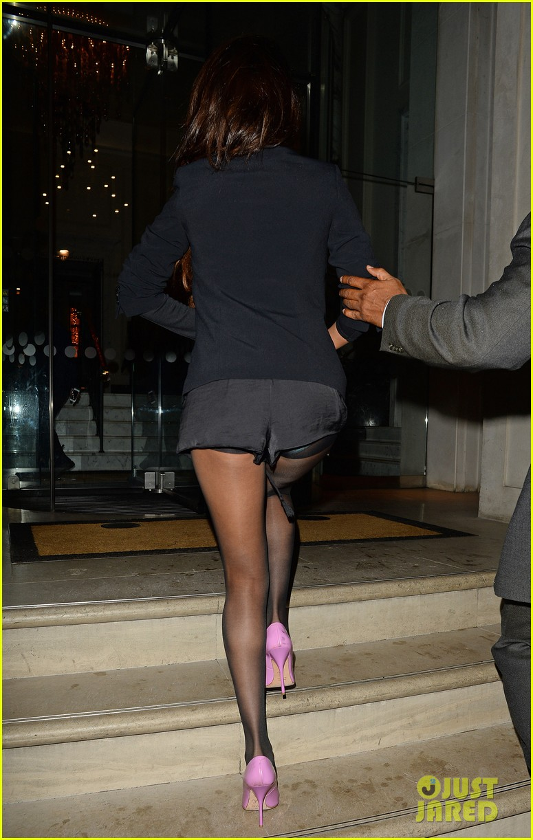 selena gomez shows off legs for days on night out in london 053055274