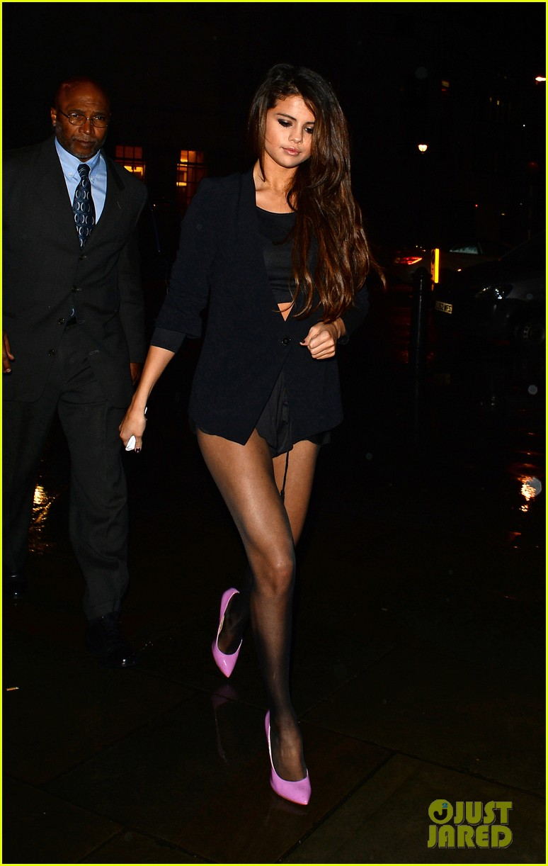 selena gomez shows off legs for days on night out in london 083055277