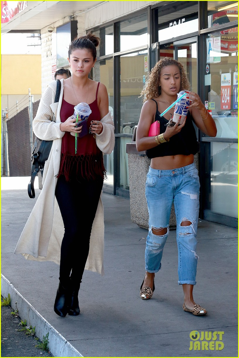 selena gomez stops for a slurpee after her rehab statement 143052196