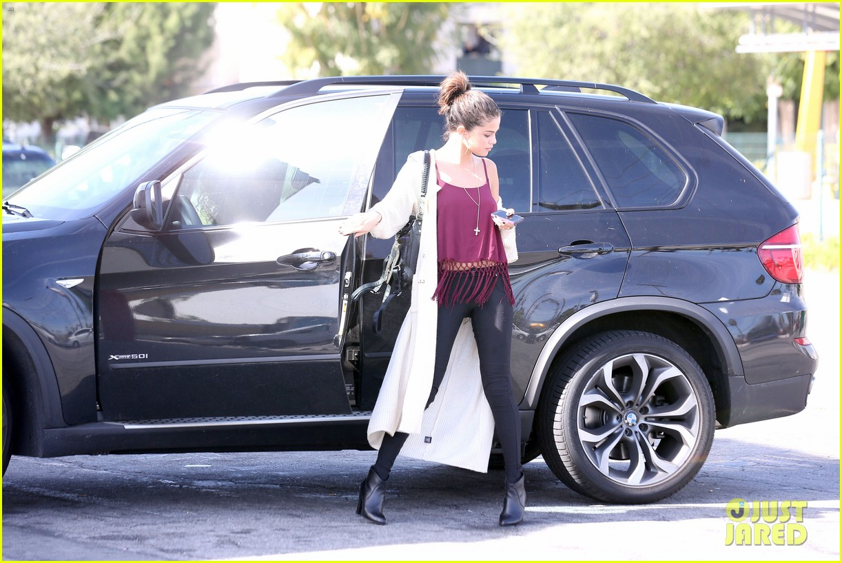 selena gomez stops for a slurpee after her rehab statement 303052212