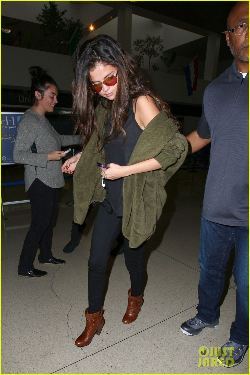 selena gomez is back in los angeles after quick trip away 013061180