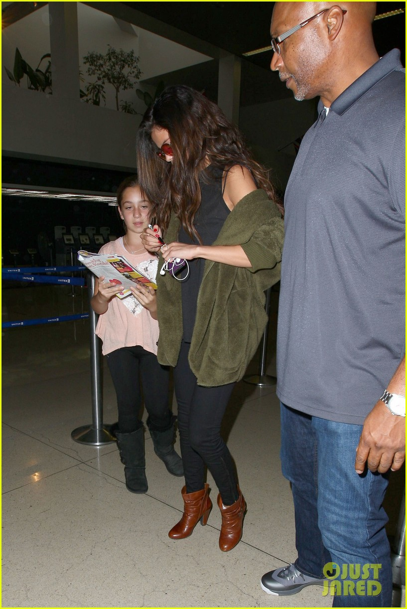 selena gomez is back in los angeles after quick trip away 073061186
