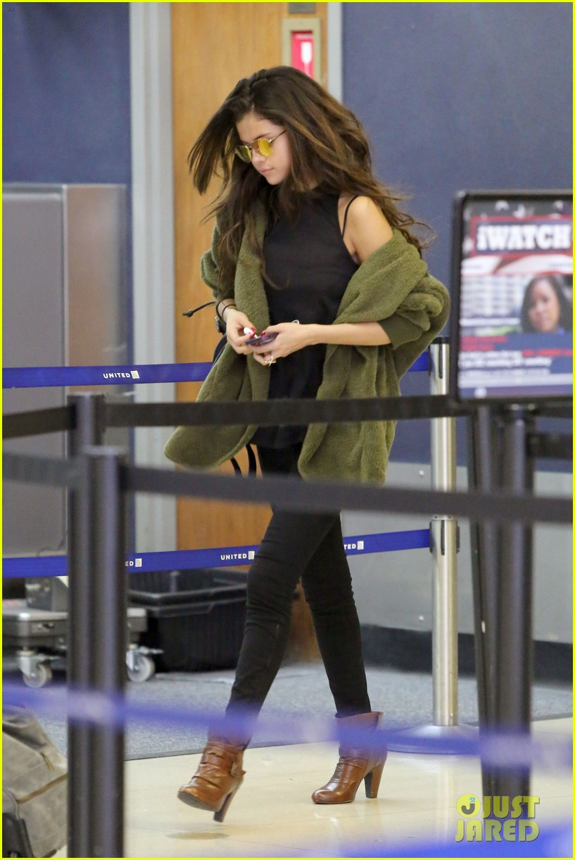 selena gomez is back in los angeles after quick trip away 093061188