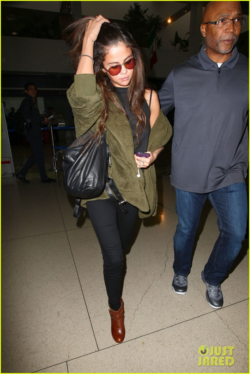 selena gomez is back in los angeles after quick trip away 133061192