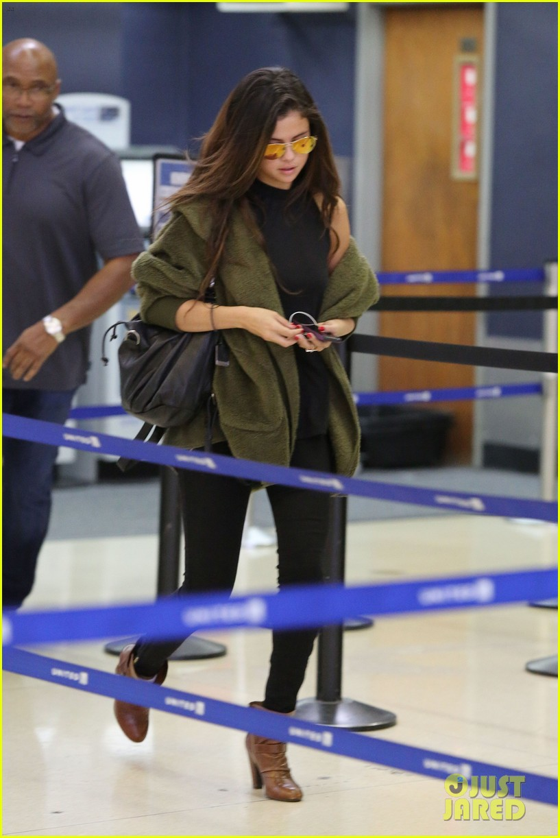selena gomez is back in los angeles after quick trip away 143061193