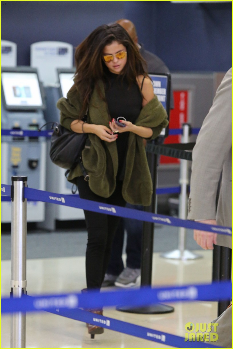 selena gomez is back in los angeles after quick trip away 233061202