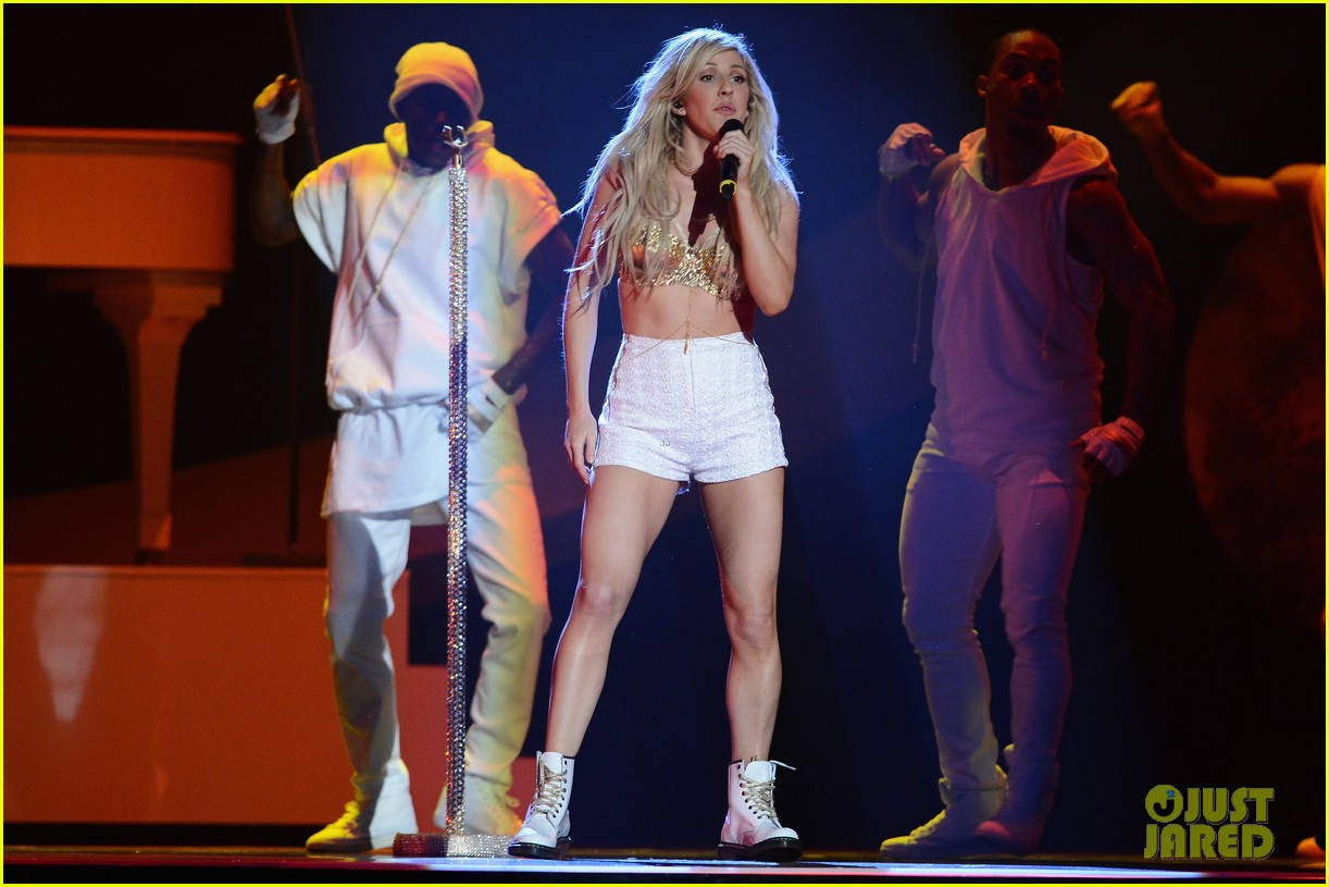 ellie goulding strips down for brit awards performance video 033056512