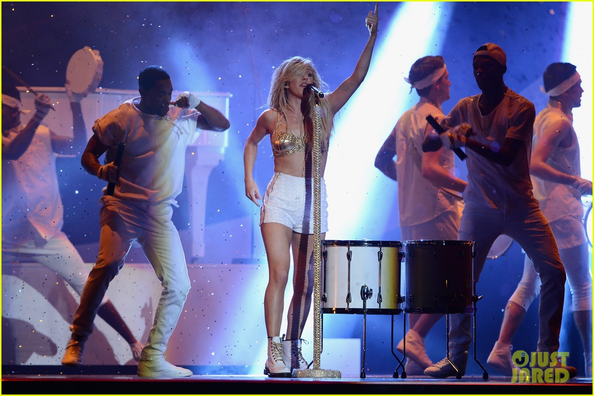 ellie goulding strips down for brit awards performance video 103056519