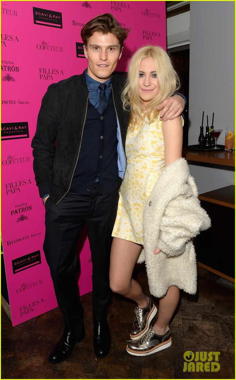 ellie goulding london fashion week party with pixie lott 01