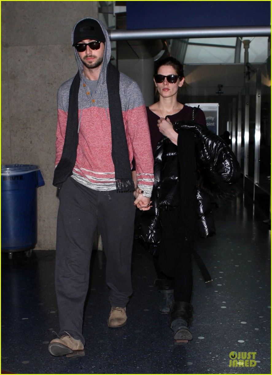 ashley greene paul khoury hold hands after super bowl game 063047573