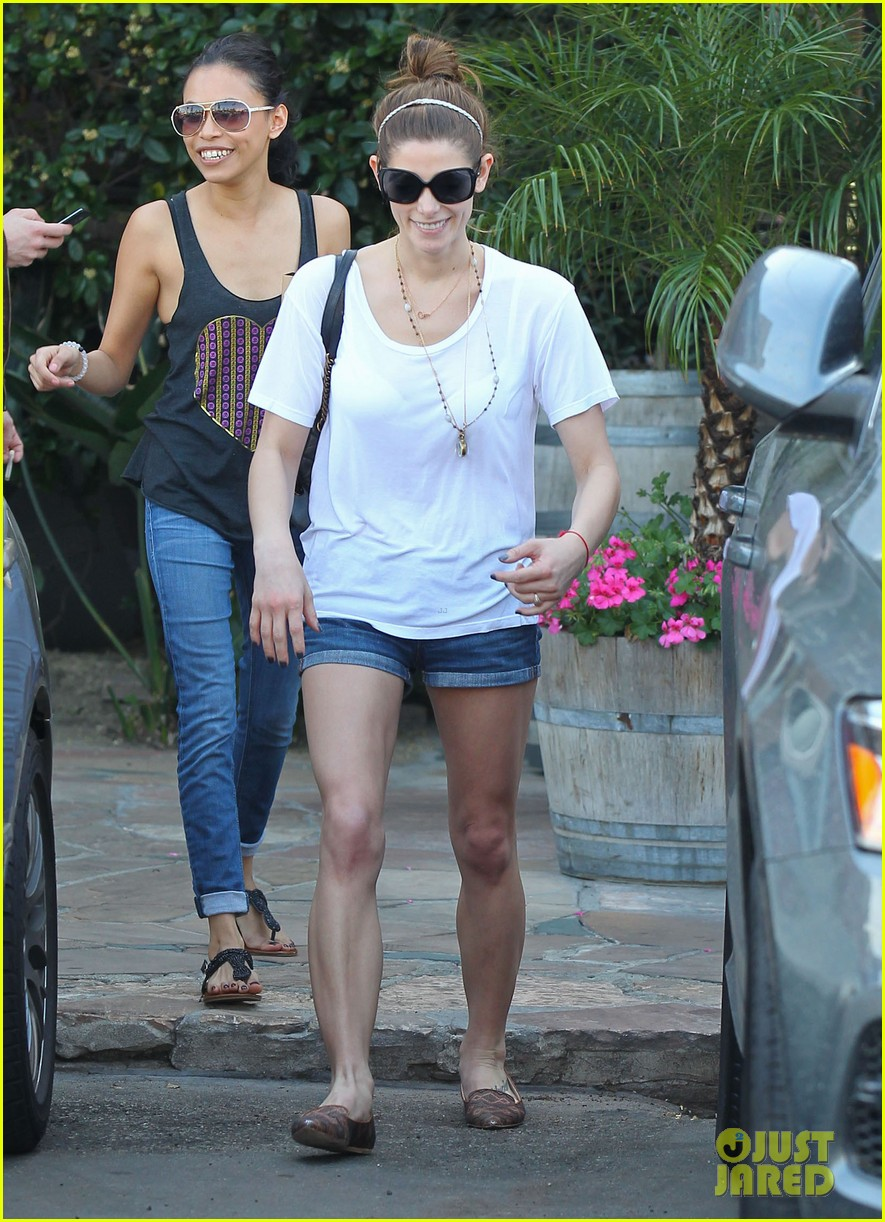 ashley greene paul khoury look so happy while lunching with friends 063055088
