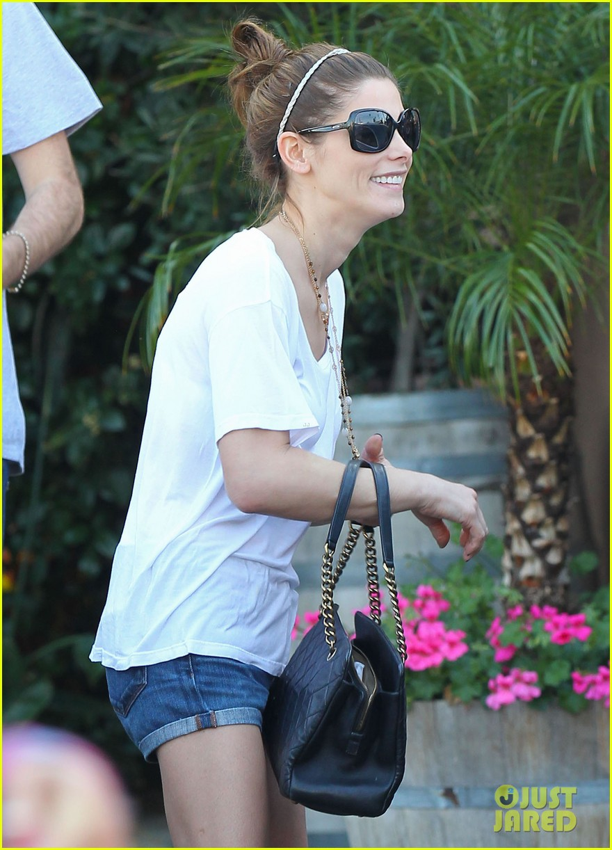 ashley greene paul khoury look so happy while lunching with friends 09