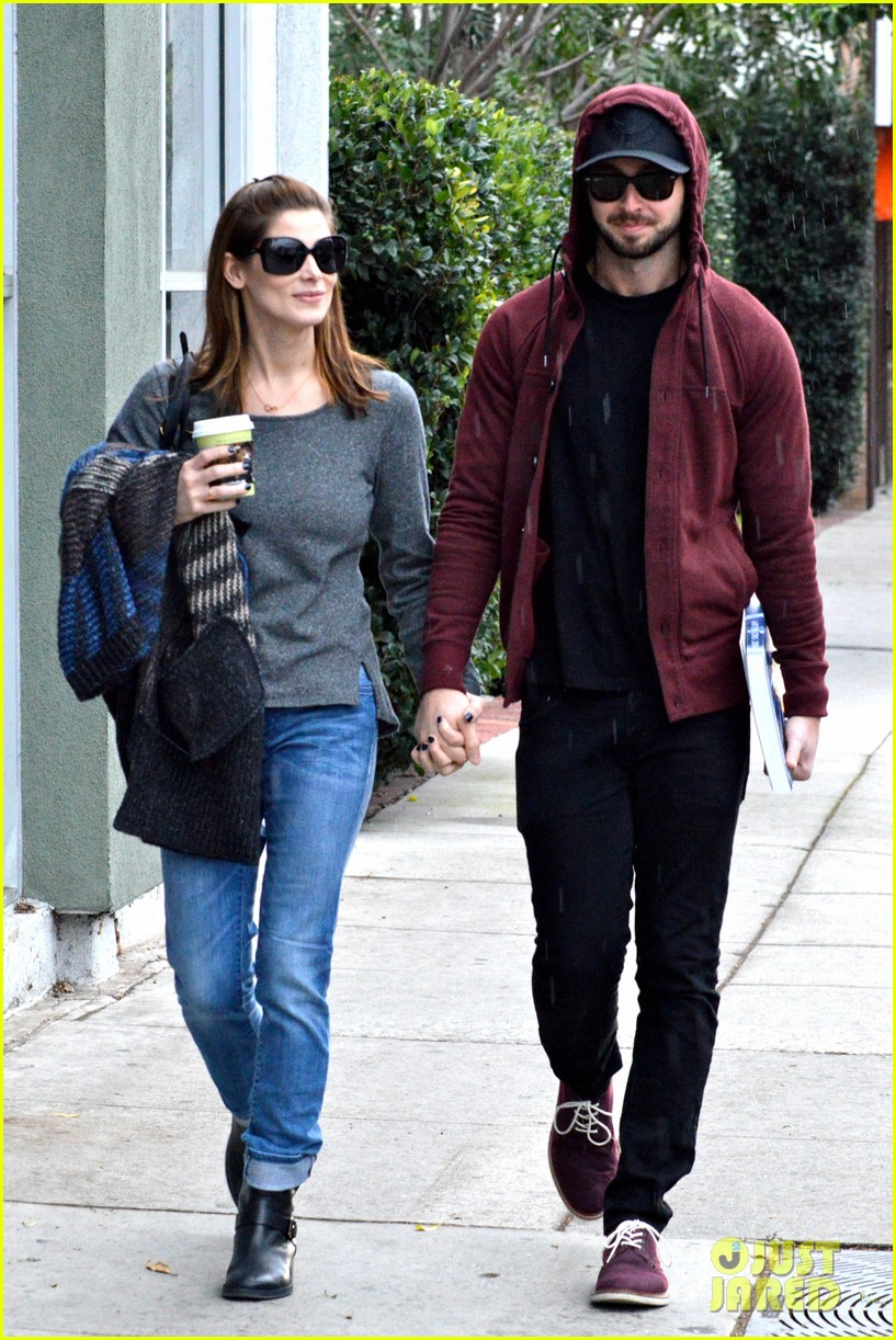 ashley greene paul khoury look in love while shopping 02