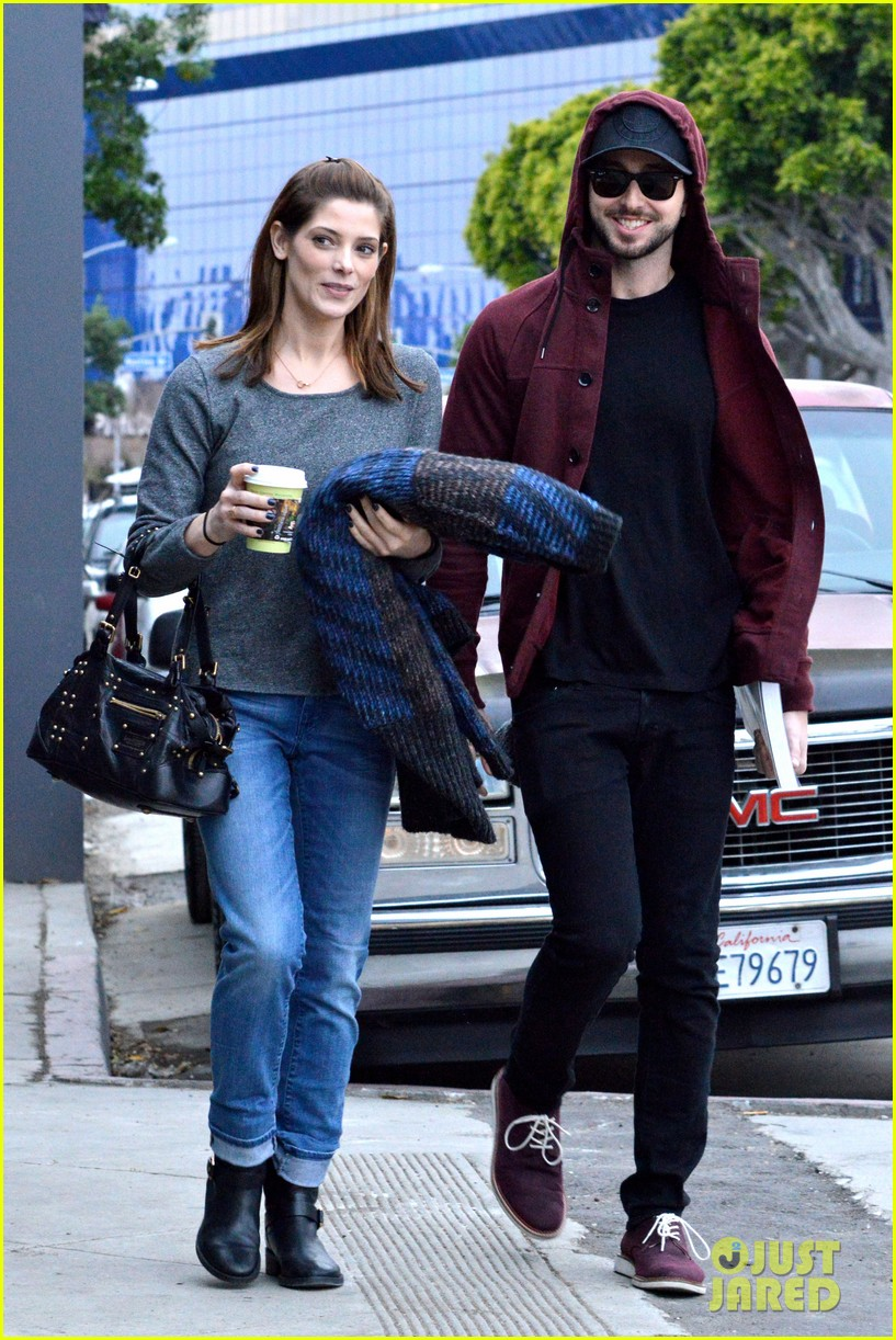 ashley greene paul khoury look in love while shopping 03