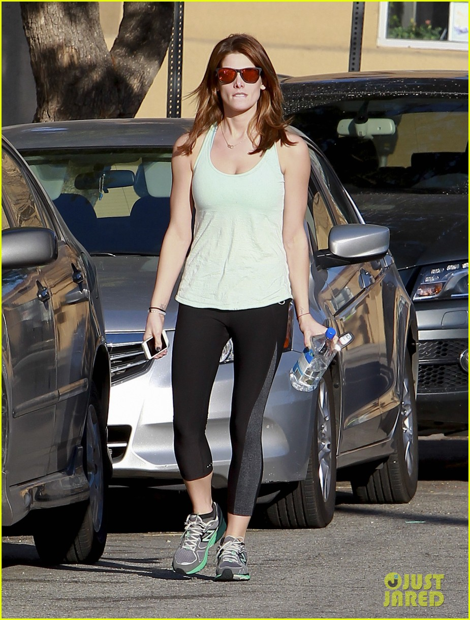 ashley greene new face of oakley eyewears 2014 campaign 073057657