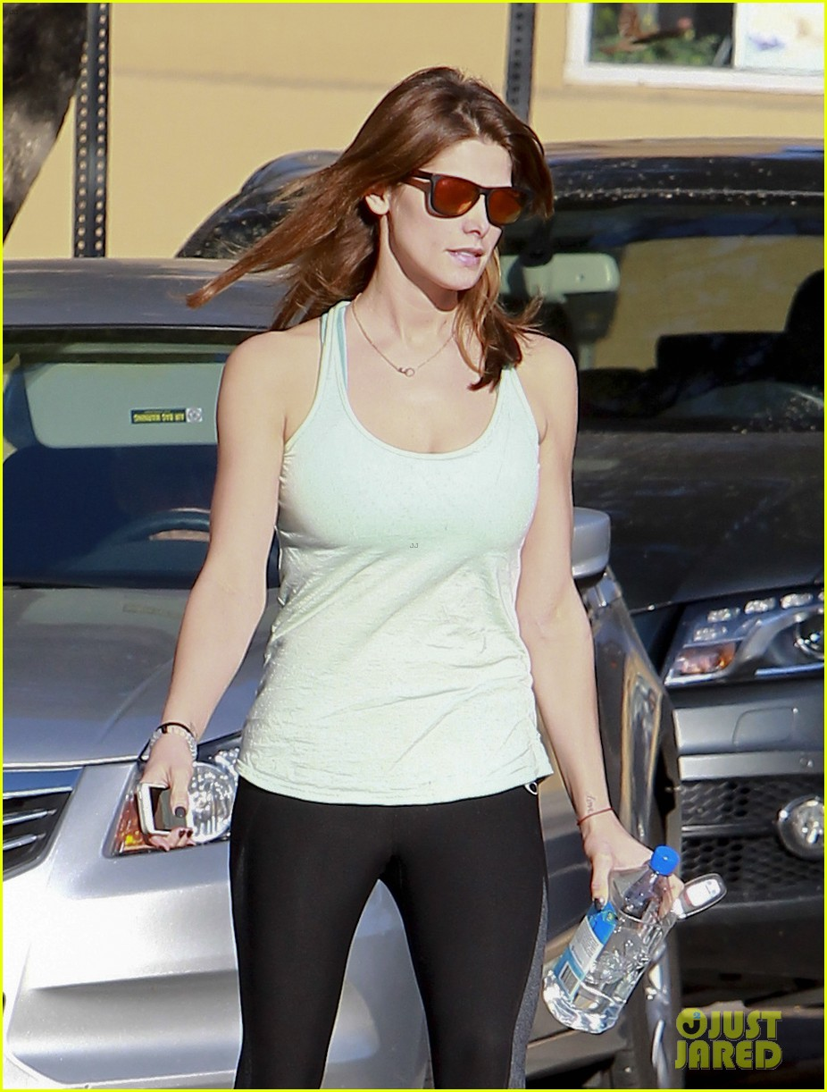 ashley greene new face of oakley eyewears 2014 campaign 09