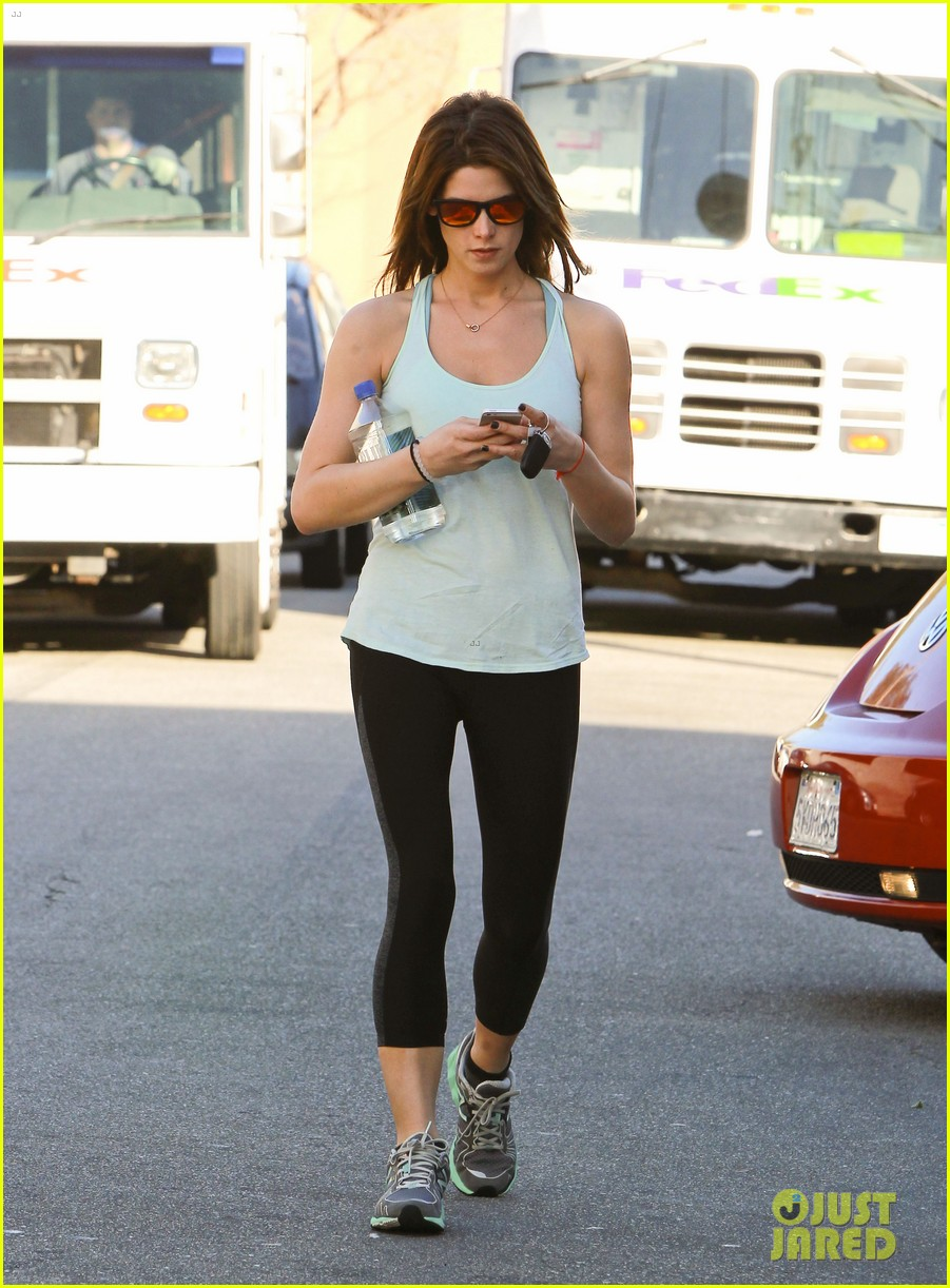 ashley greene new face of oakley eyewears 2014 campaign 153057665