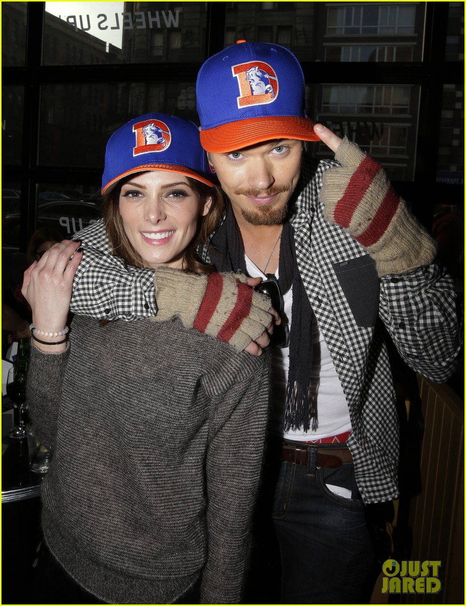 ashley greene super bowl with paul khoury his parents 023046948
