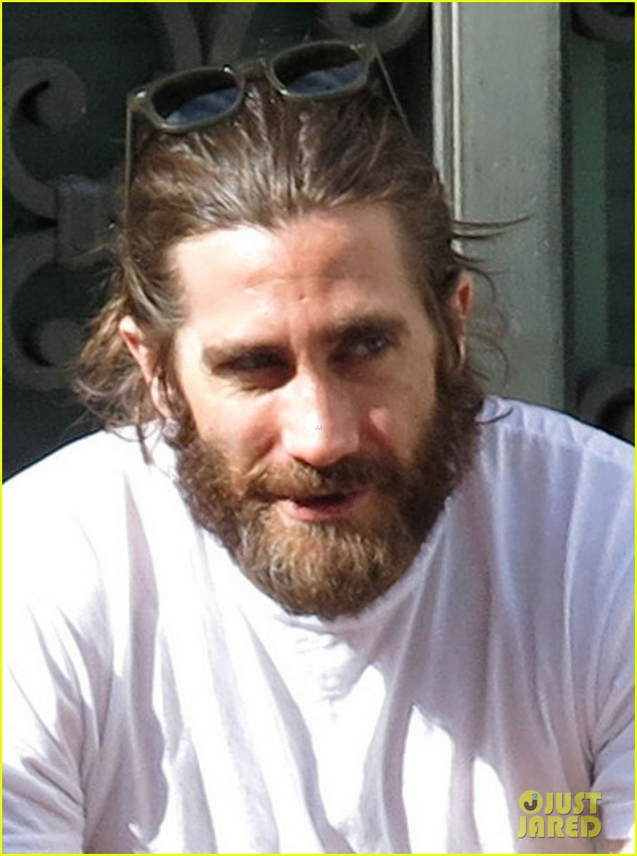 jake gyllenhaal sports very bushy beard in rome 013059876