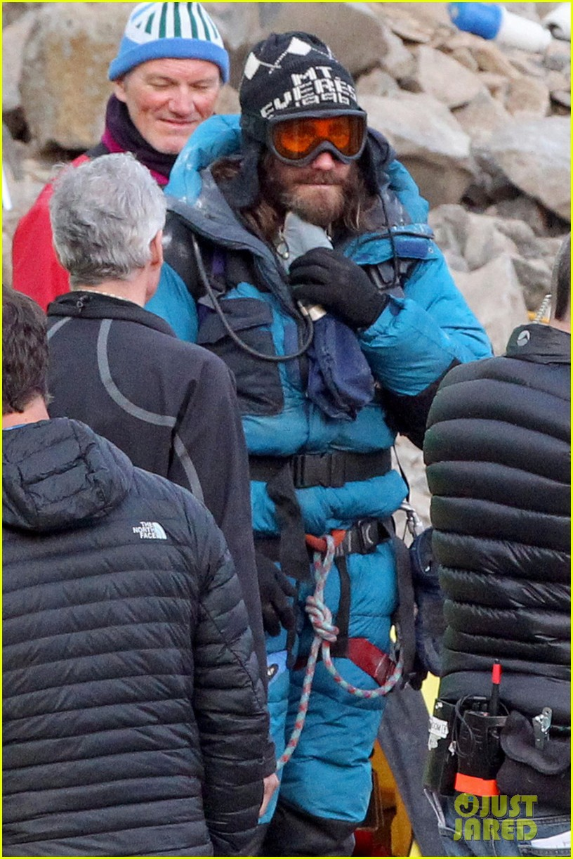 jake gyllenhaal sports long hair shaggy beard first everest set photos 01