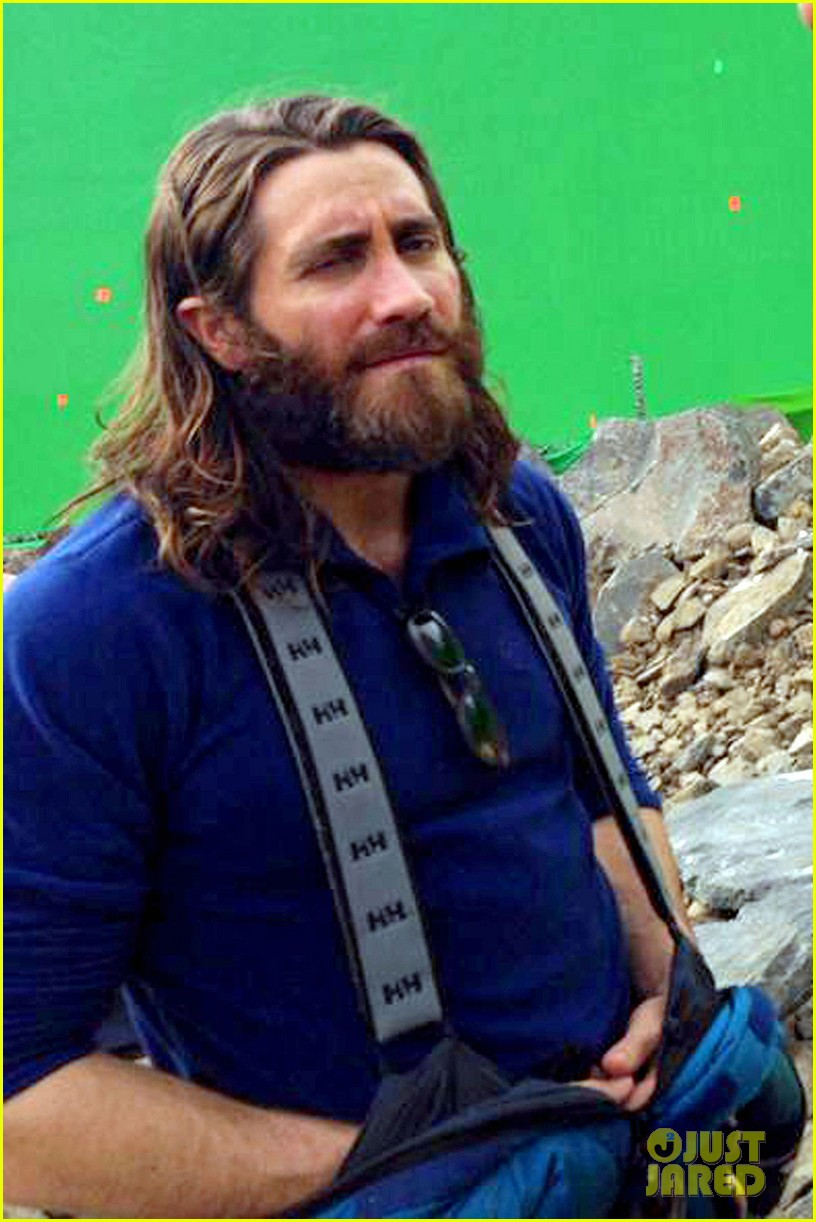 jake gyllenhaal sports long hair shaggy beard first everest set photos 033061019