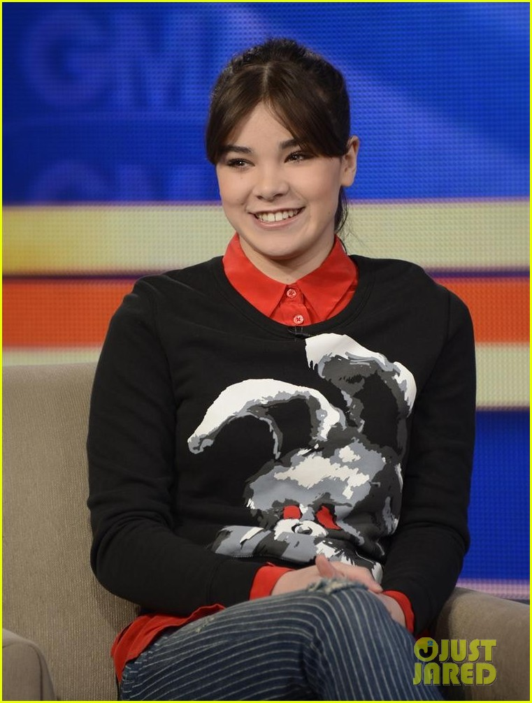 hailee steinfeld reveals what she loves about 3 days to kill 043057083