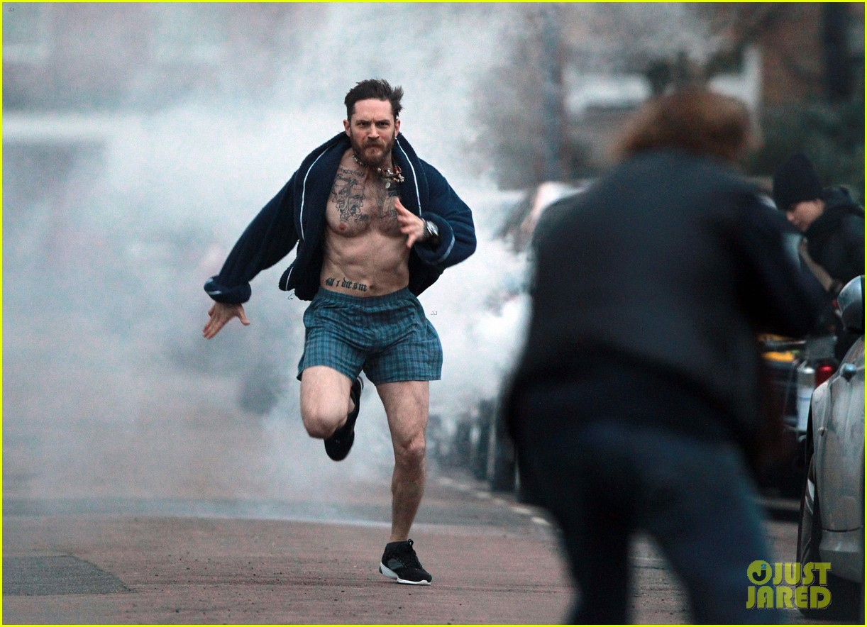 tom hardy runs shirtless in his boxers for stand up to cancer 013059798