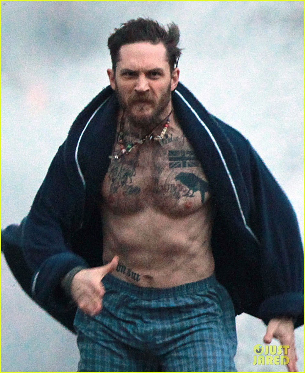tom hardy runs shirtless in his boxers for stand up to cancer 023059799