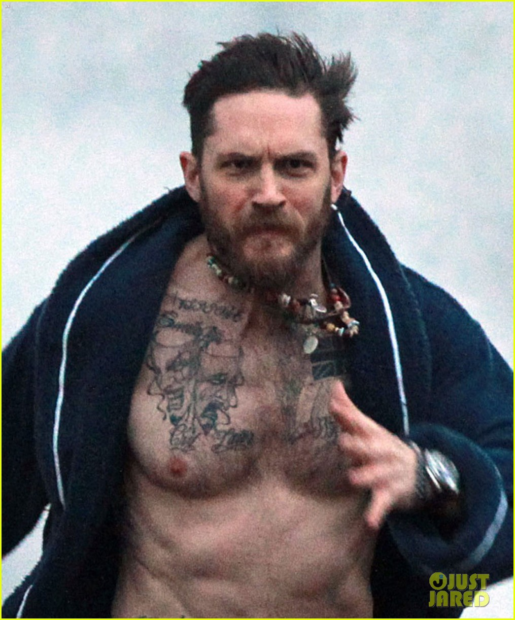 tom hardy runs shirtless in his boxers for stand up to cancer 033059800