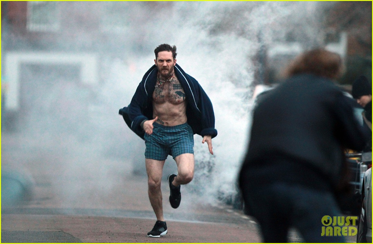 tom hardy runs shirtless in his boxers for stand up to cancer 043059801