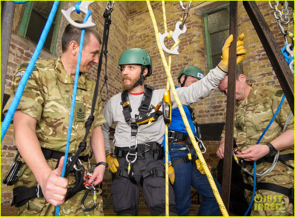 tom hardy ends up in rope training course while supporting royal marines 013060954
