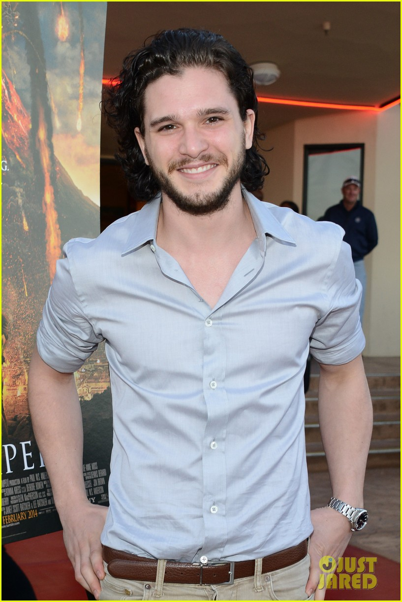 kit harington brings his movie pompeii to miramar naval base 043050747