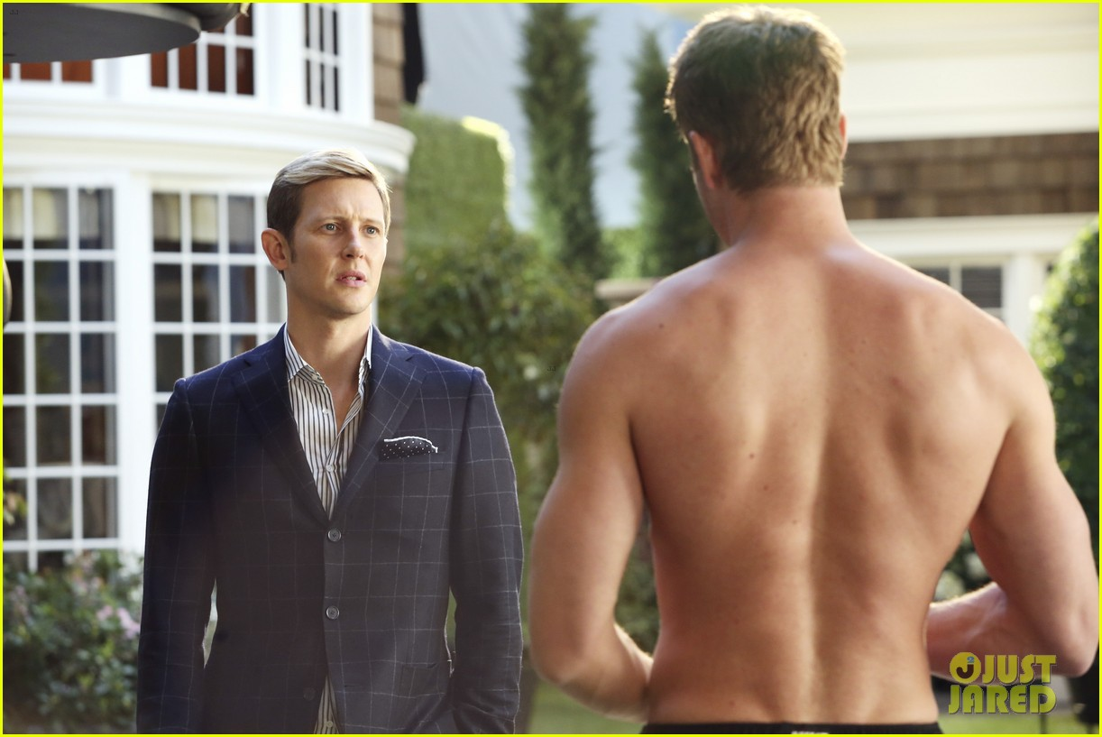 justin hartley goes shirtless sexy in new revenge stills 033061325