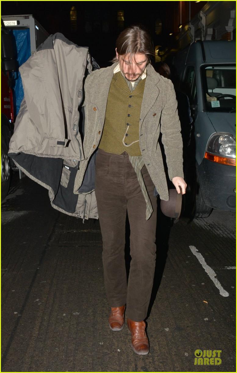 josh hartnett arrives in full costume on penny dreadful set 013051579