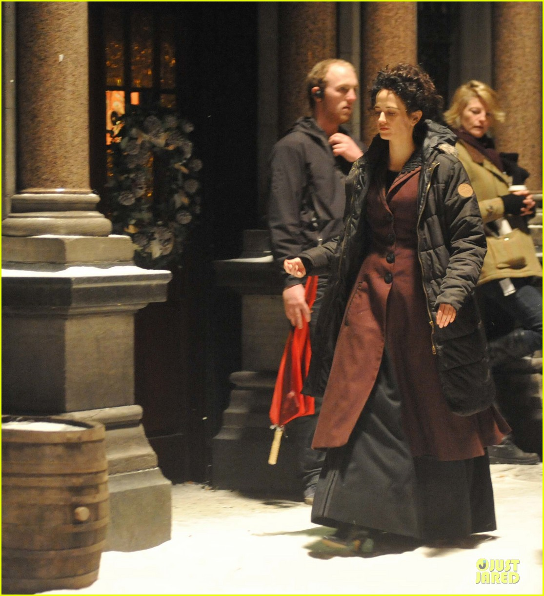 josh hartnett arrives in full costume on penny dreadful set 053051583