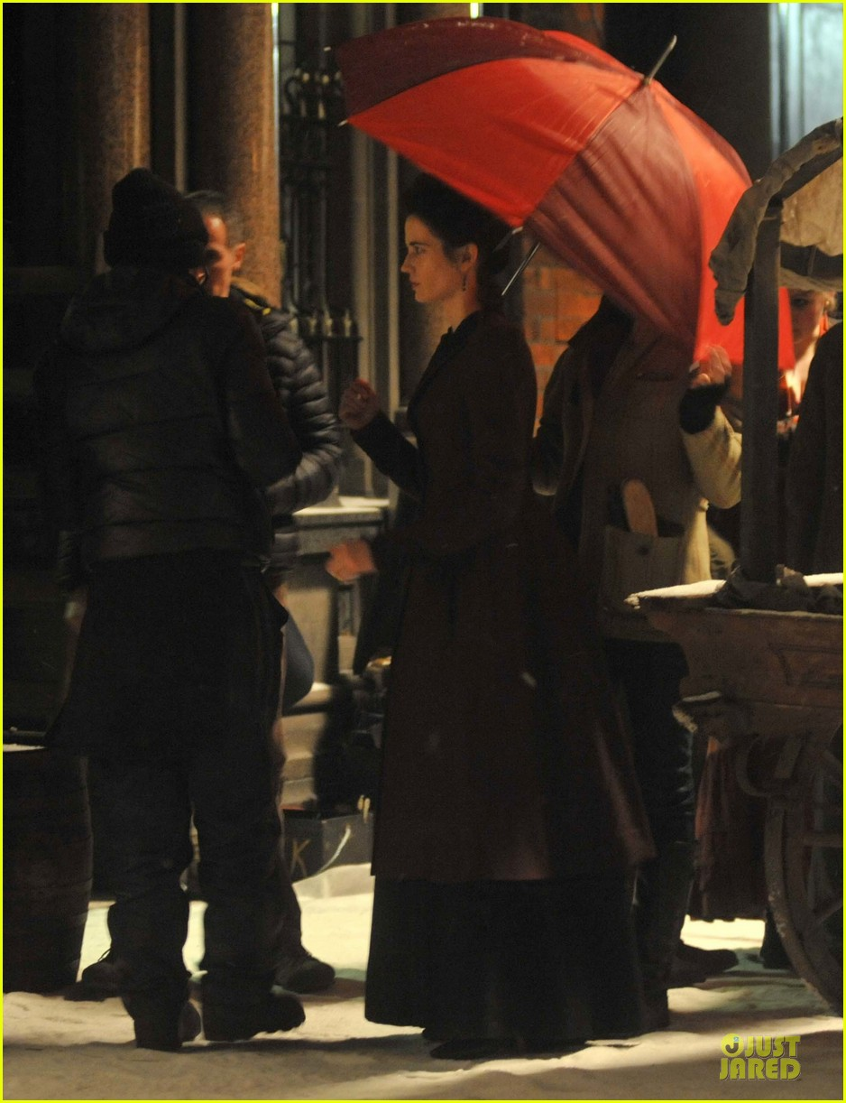 josh hartnett arrives in full costume on penny dreadful set 083051586