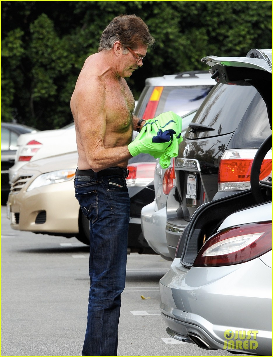 david hasselhoff changes his shirt in middle of a parking lot 083054117