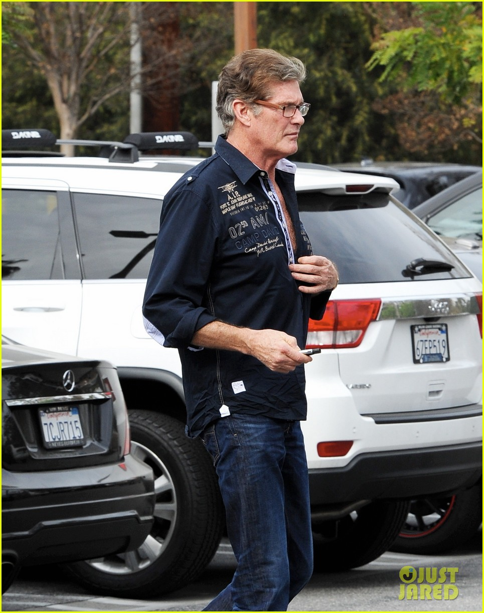 david hasselhoff changes his shirt in middle of a parking lot 173054126