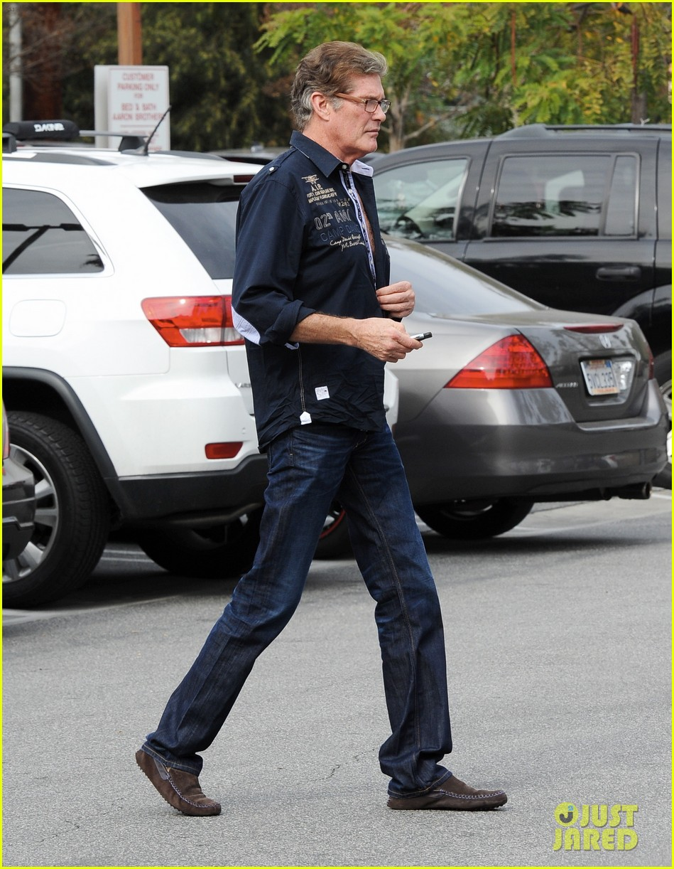 david hasselhoff changes his shirt in middle of a parking lot 183054127