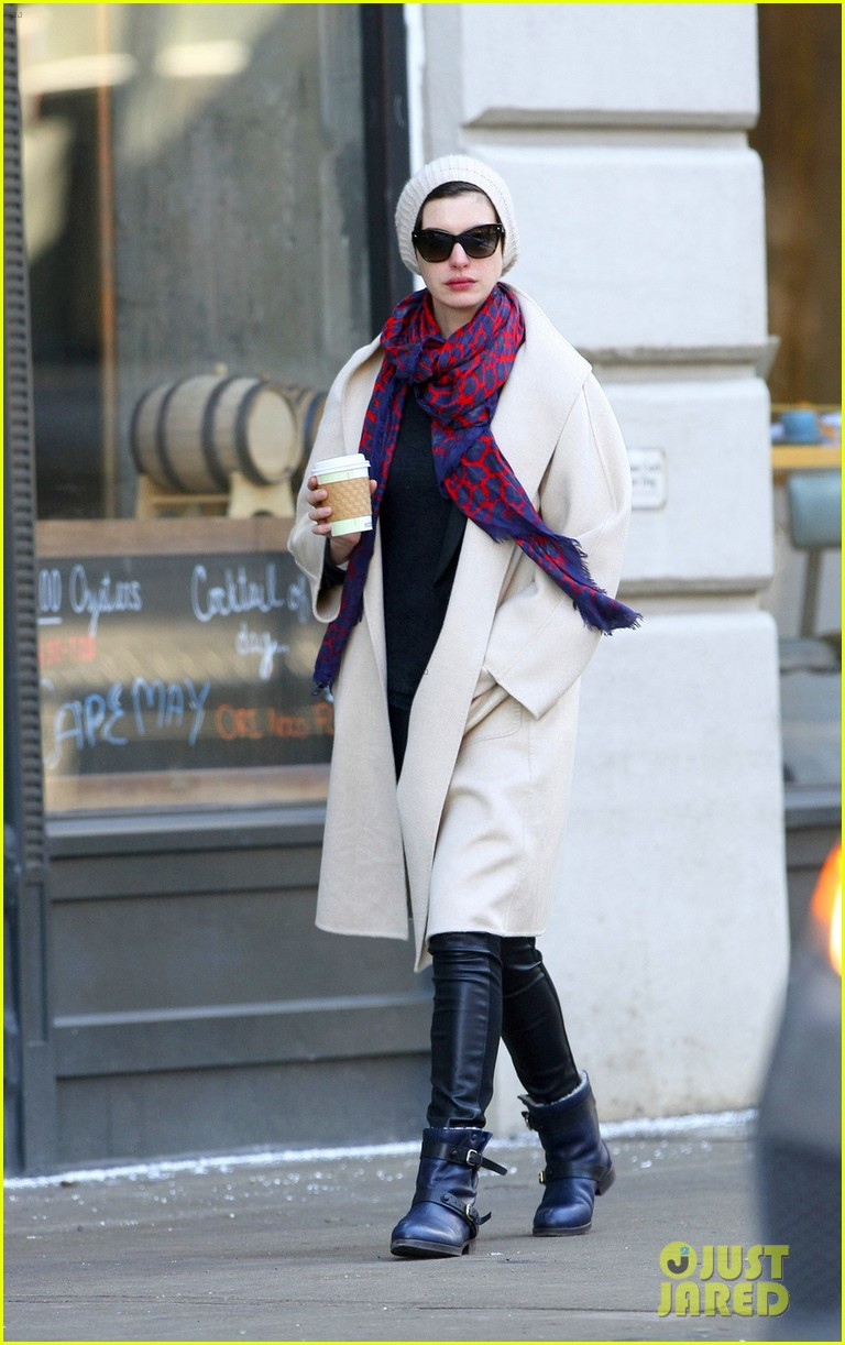 anne hathaway coffee stop after great american songbook gala 043052711