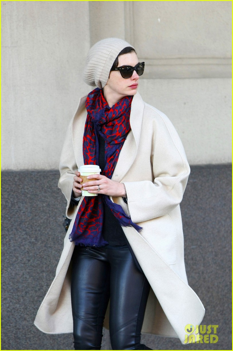 anne hathaway coffee stop after great american songbook gala 053052712