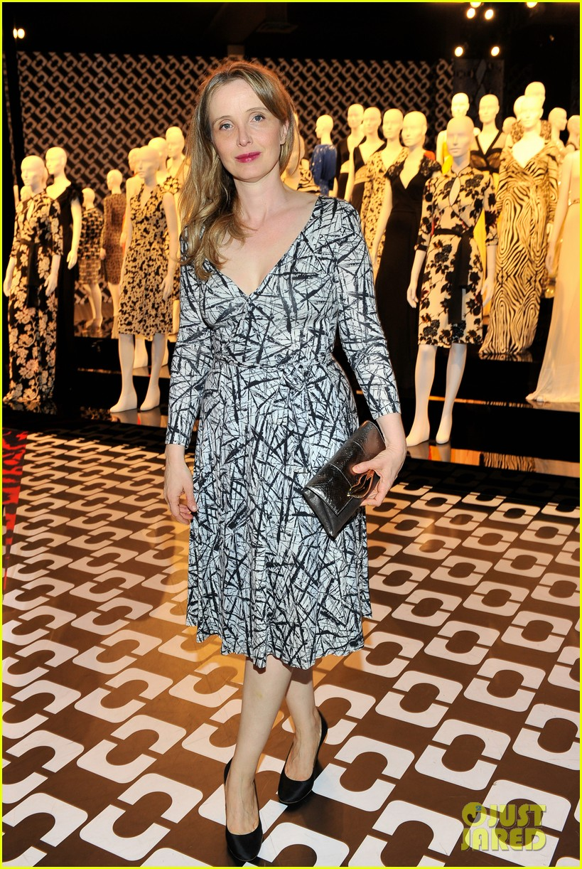 anne hathaway diane von furstenberg nominees lunch 033061602