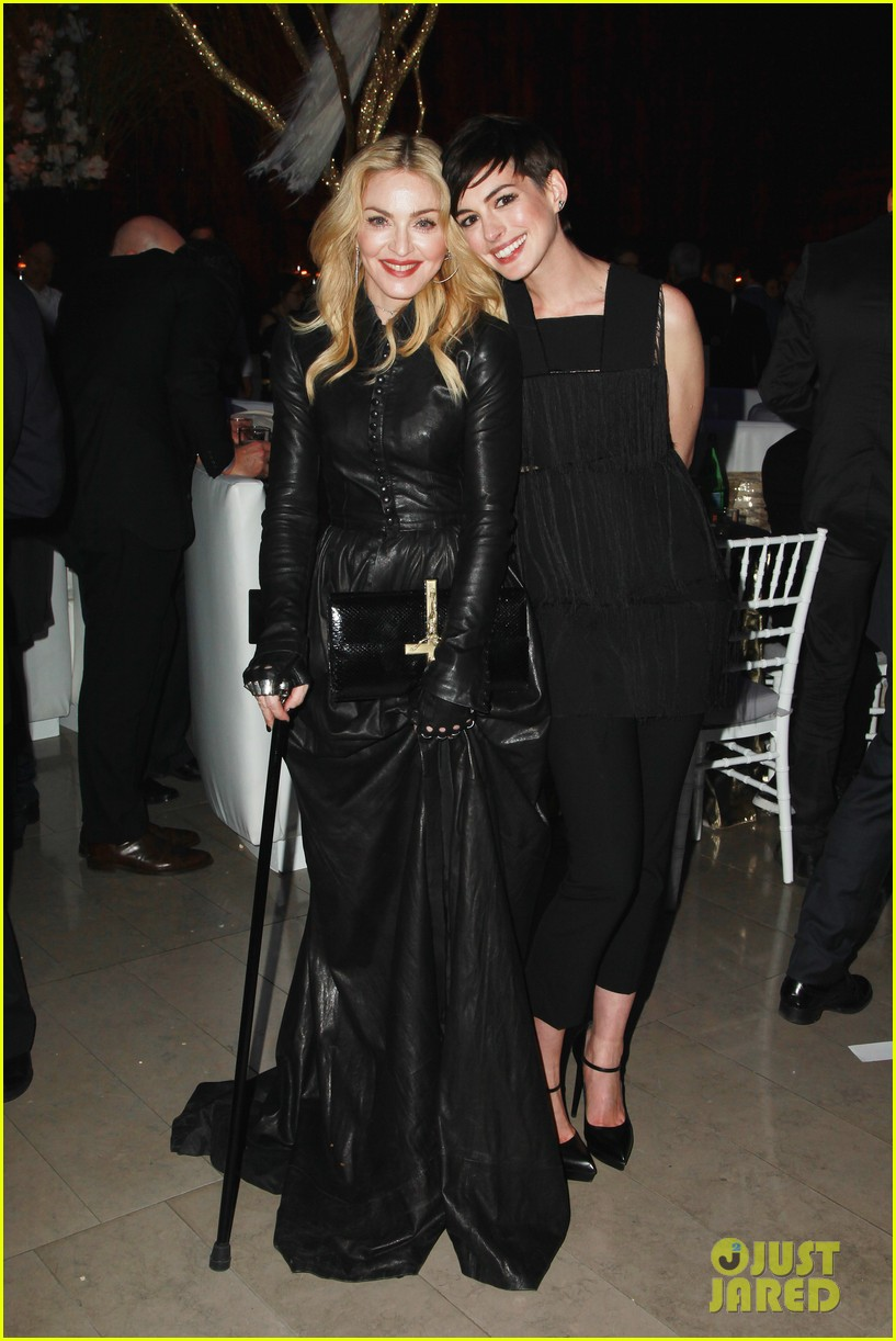 anne hathaway madonna pose together at great american songbook event 043051323