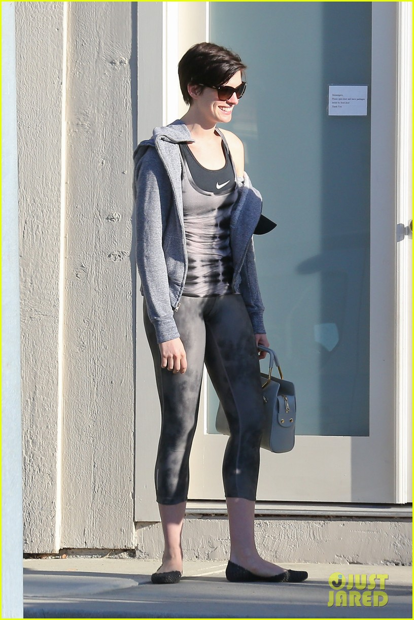 anne hathaway wears her workout gear for friendly visit 143060315