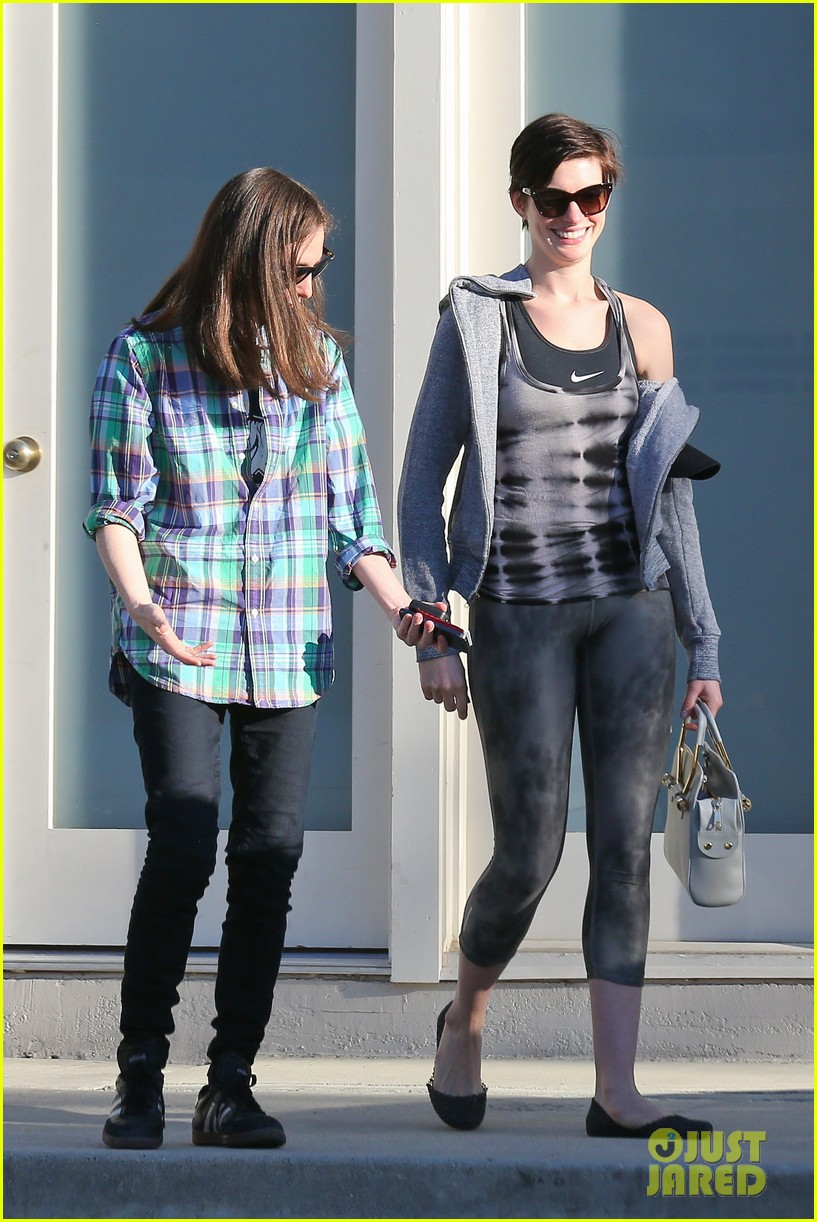 anne hathaway wears her workout gear for friendly visit 163060317